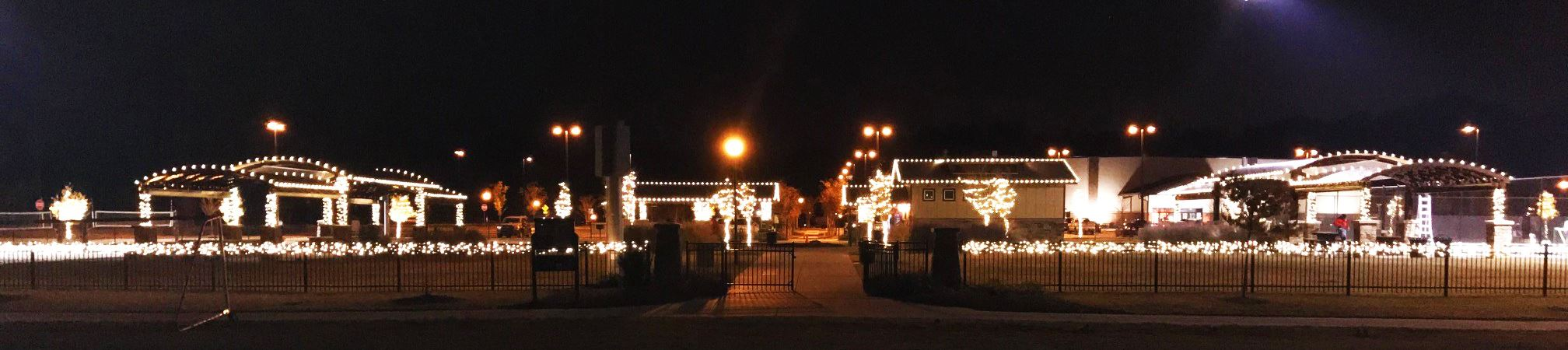 Christmas lights at Chestnut Square Park